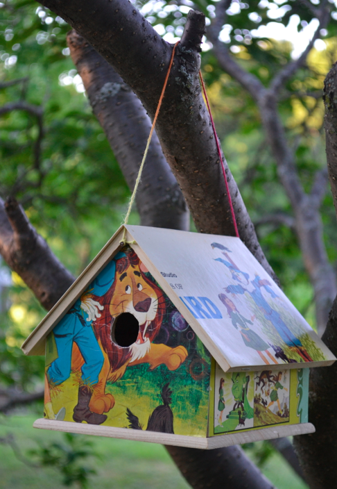 This birdhouse was made from an old Wizard of Oz album cover.